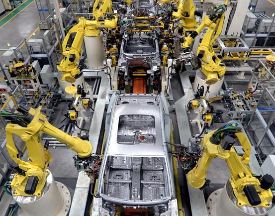 机器人来了 产业工人走上转型之路