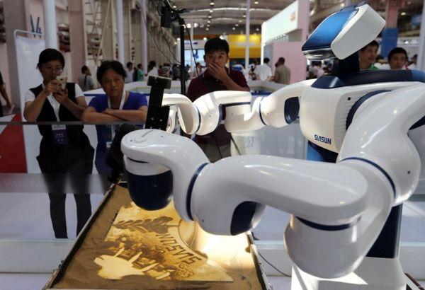 泰国央行报告称:低薪族最易被机器人取代