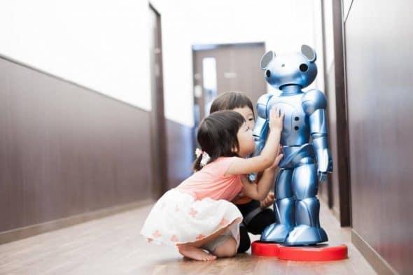 物流领域人手不足 日企启动机器人送文件试验