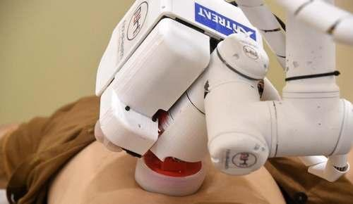 新加坡研发推拿机器人 开始上岗为患者按摩
