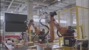 机器人齐上阵 京东全流程无人仓亮相上海