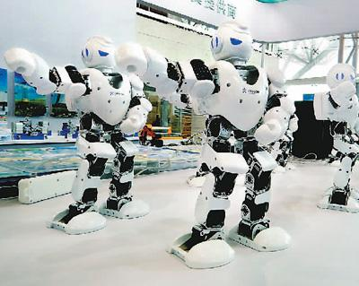 """世界上的另一个我 人形机器人变幻""""分身"""""""