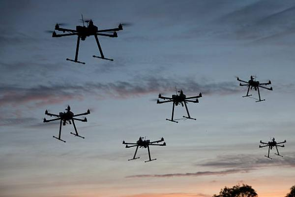 英特尔室内齐飞100架无人机创世界纪录