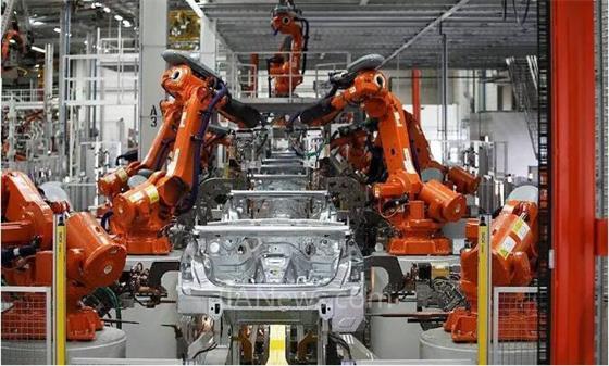 """众多领域常有工业机器人""""身影"""" 完美替代人力生产线"""