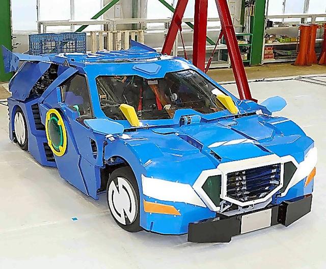 """日本开发出现实版""""变形金刚"""" 汽车1分钟可变成机器人"""
