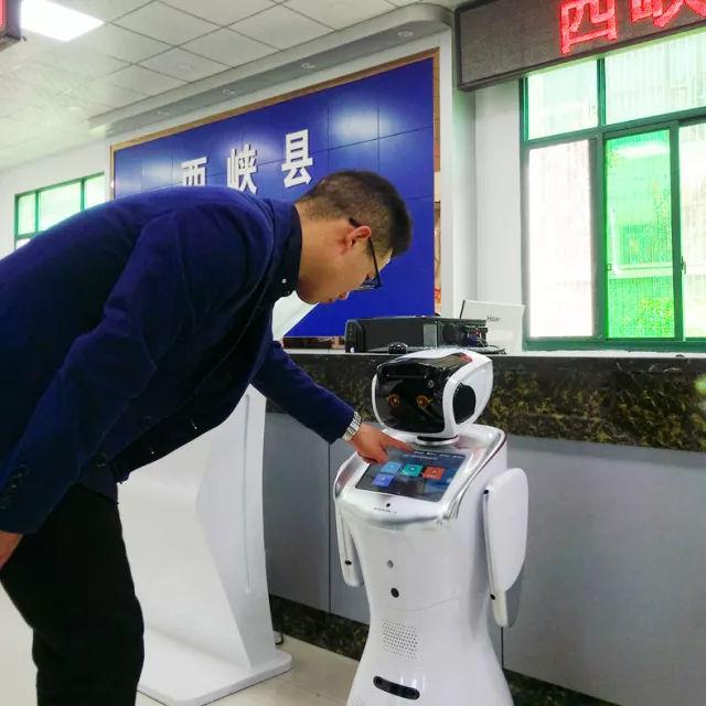 """公共法律服务中心智能机器人""""上岗""""服务"""