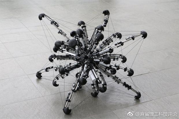 不能有更多腿了:科学家展示了像变形虫一样的32足机器人