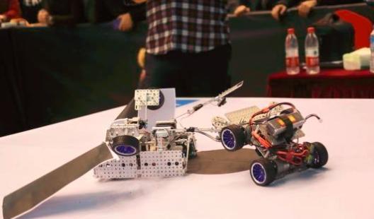 """机器人""""铁人三项""""首次亮相2018第二届全国竞技机器人邀请赛"""