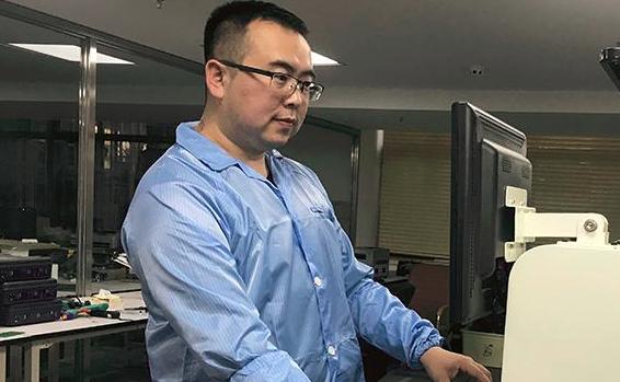 杜学深:回归龙江 打造机器人技术实验室