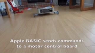 工程师用Apple II 改造了一台轮胎的机器人 自带宝剑