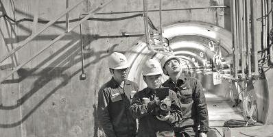"""海底隧道巡线员有了""""小伙伴"""" 与智能巡检机器人一起过年"""