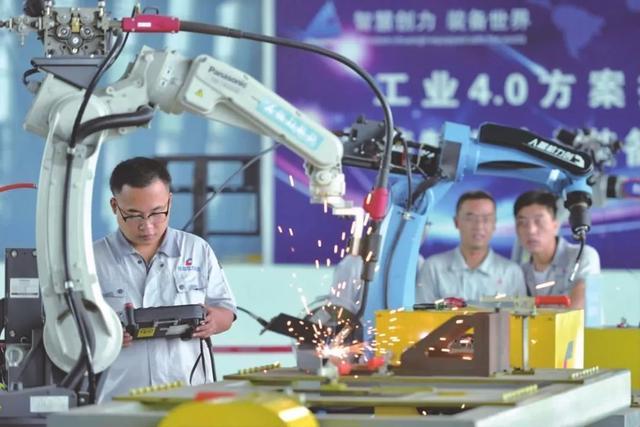 产业规模持续扩大 我国机器人产业核心技术亟待提升