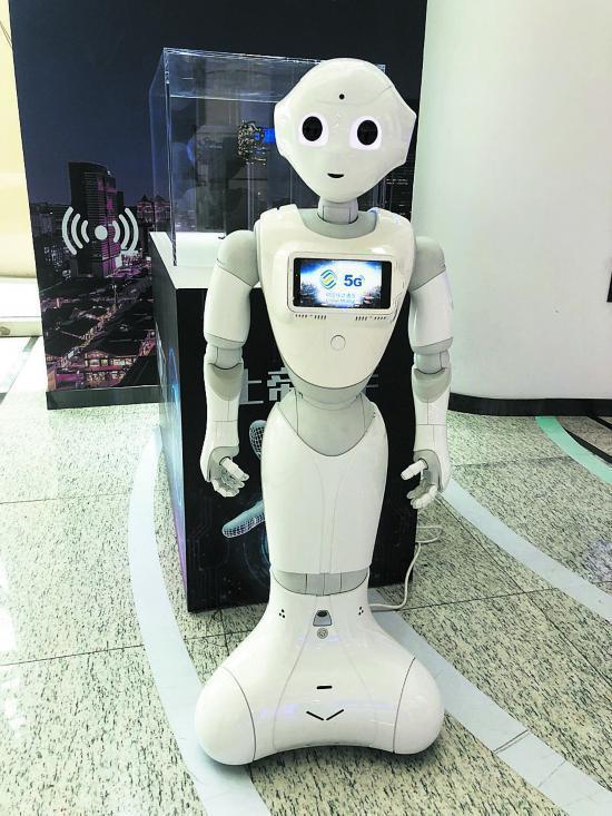 成都:5G公交车 机器人 黑科技来了