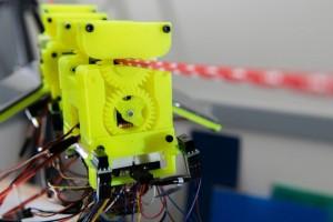 科学家打造出通过缓慢移动来节省电力的机器人