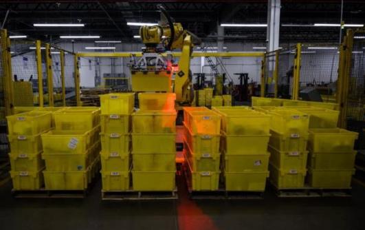 亚马逊物流中心引进2款新型机器人