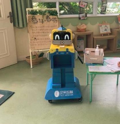 """幼儿园来了""""晨检""""机器人卫士"""