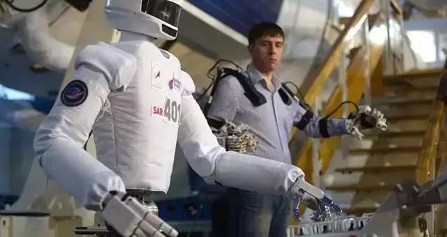"""机器人""""费多尔""""将坐特制椅子飞太空"""