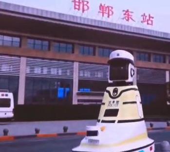 """全国首创!邯郸""""机器人交警""""今日正式上岗"""