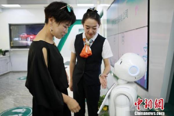 青海:机器人与VR体验上岗 提供电网业务服务