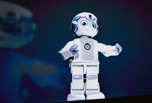 """销售20亿元,净利润却是谜,做机器人的优必选真的能""""优则板""""吗?"""