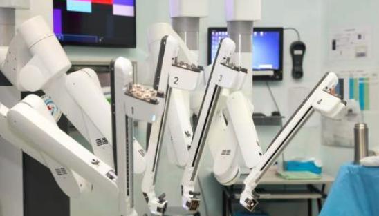 华南首台达芬奇XI手术机器人在广西开机