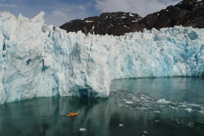 基于机器人皮划艇的研究揭示了冰川在水下融化的速度更快