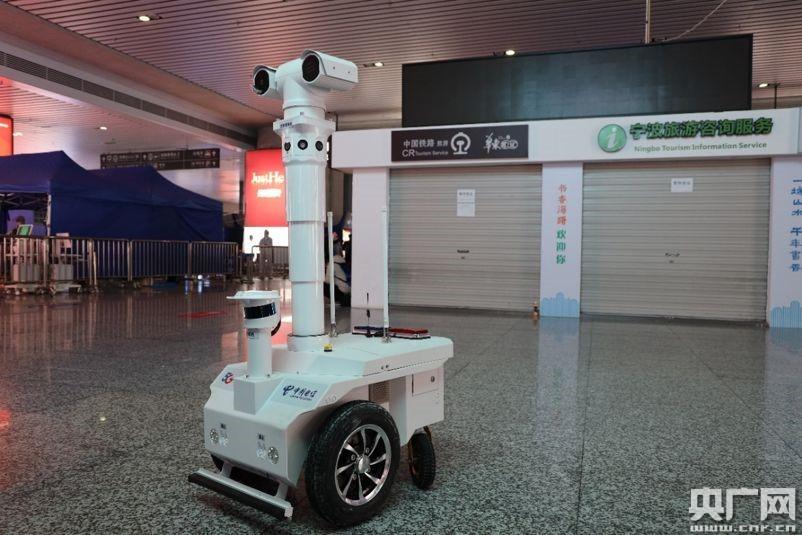 助力企业复工复产 5G测温巡逻机器人线上发布