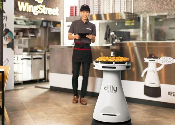 """智能服务员厨师增多 韩国快步迈入""""机器人时代"""""""