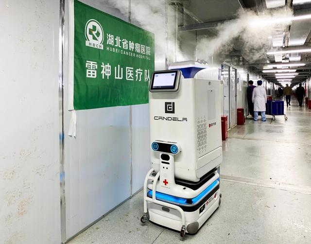 """中国科技赋能——战""""疫""""机器人的故事"""