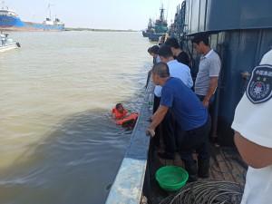 我国首次在海洋渔业领域装备水面救生机器人